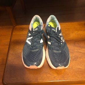 New Balance Tennis Shoes Size 9